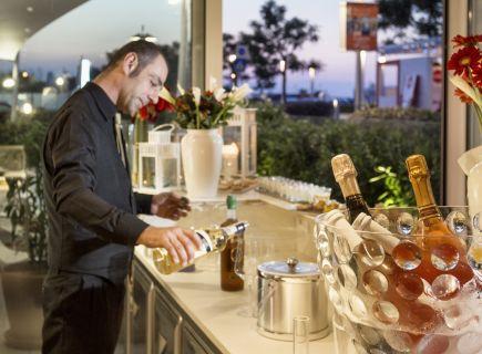 Hotel Ambasciatori Riccione bar vini lungomare