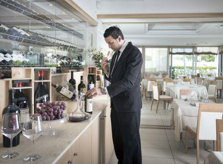 Hotel Ambasciatori Riccione con vini buoni