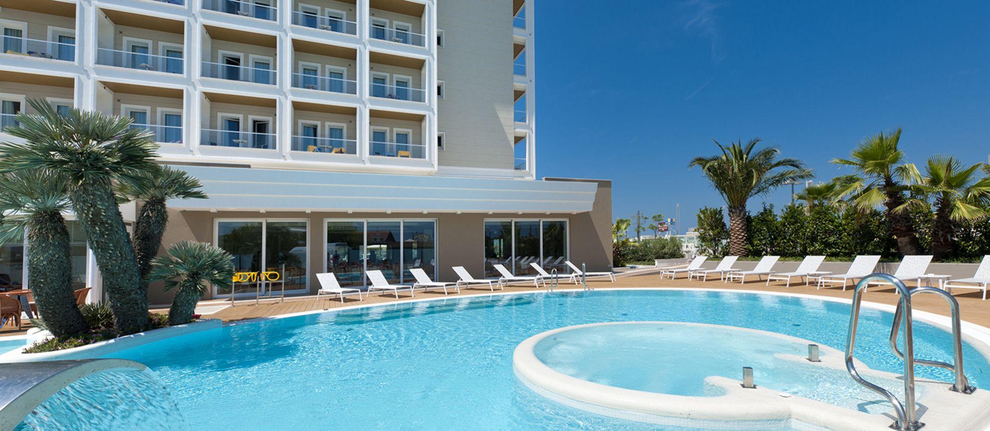 Hotel riccione con piscina alberghi piscina riscaldata ambasciatori hotel - Hotel a pejo con piscina ...
